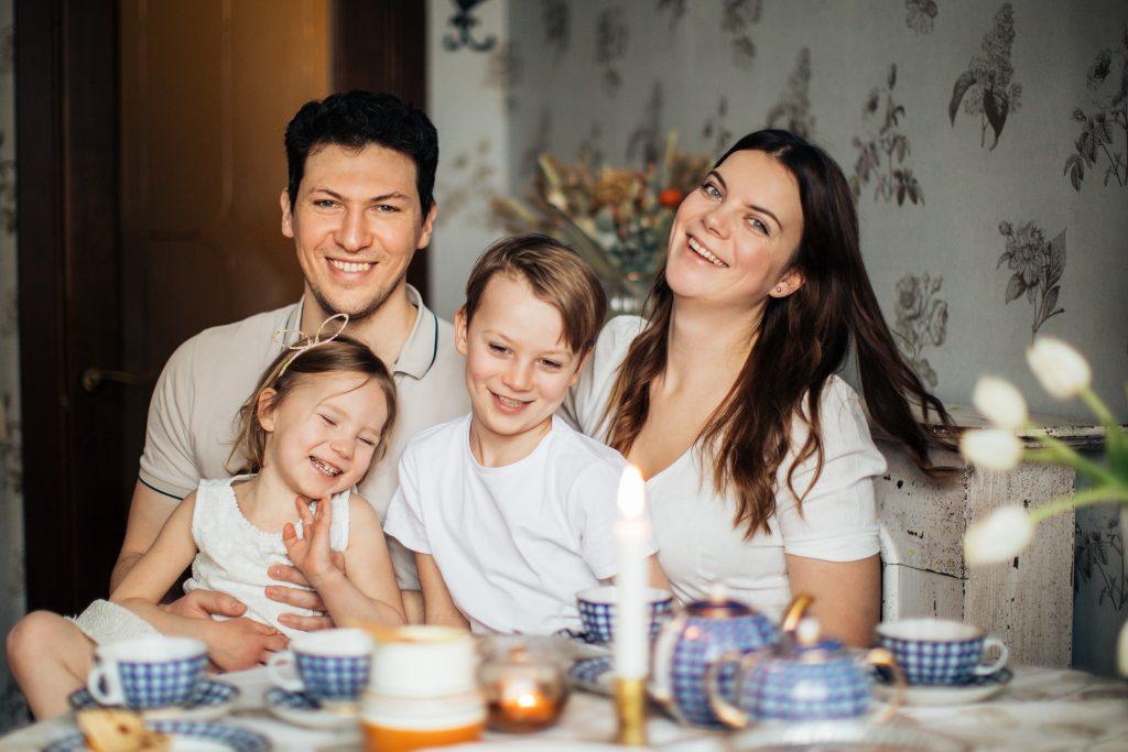 Probleemid perekonnas mõjutavad kõiki pereliikmete elu valdkondi. Lahenduseks võib olla pereteraapia.